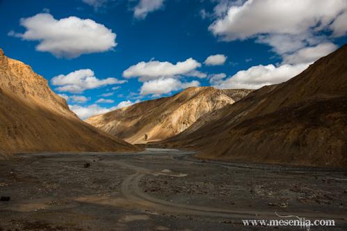 Paisatge de muntanya a la carretera a Leh