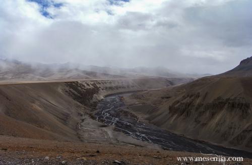 Paisatge i riu a la carretera de Manali a Leh