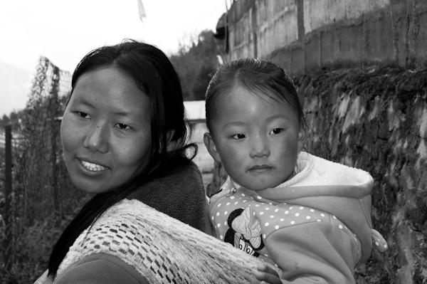 Dona i nena monpa a Tawang