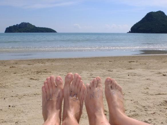 Els autors del blog eun una platja de Thailandia