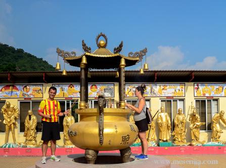 L'Alex i la Gisela al temple dels mil budes de Hong Kong